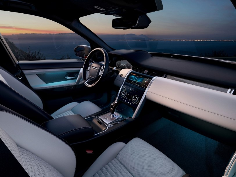 2021 Land Rover Discovery Cabin and Interior Design