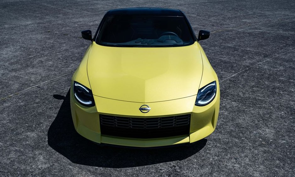 2021 Nissan 400Z front view