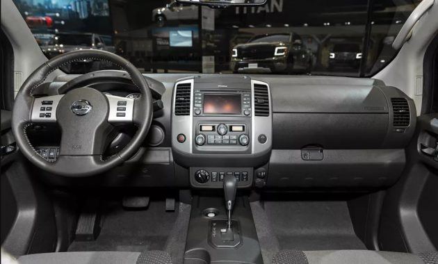 2021 Nissan Frontier Dashboard and Navigation